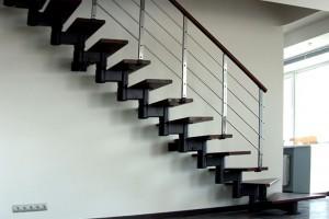 Металлические лестницы на второй этаж: разновидности, преимущества, недостатки