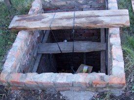 Утепление водопроводной ямы во дворе